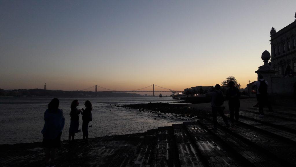 Un Nikka Sour lors d'un classique couché de soleil à Lisbonne.